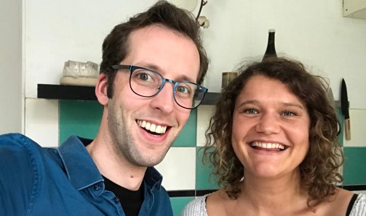 Zegert van der Linde en Laura de Grave in de podcast Smaakmakers over het Nederland Kookboek