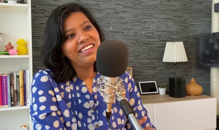 Paulami Joshi, schrijfster van De Bijbel van de Indiase Keuken, in het interview voor de foodpodcast Smaakmakers
